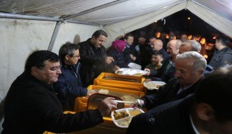 Borçka'daki Selzedelere Artvin Belediyesi'nden Sıcak Yemek