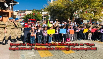 """Şavşat'ta Yaya Güvenliğinin Nöbetçisiyiz ve """"Yaya Geçidi Nöbeti"""" Farkındalık Etkinliği Gerçekleştirildi"""