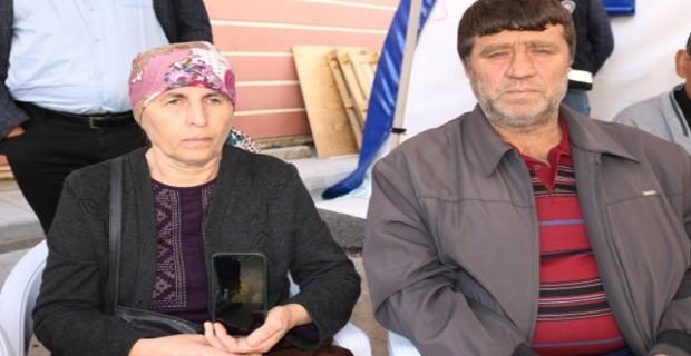 Artvinli Aile Diyarbakır'daki Evlat Nöbetine Katıldı