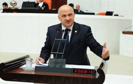 Bayraktutan, Macahel Tünelini Meclise Taşıdı!