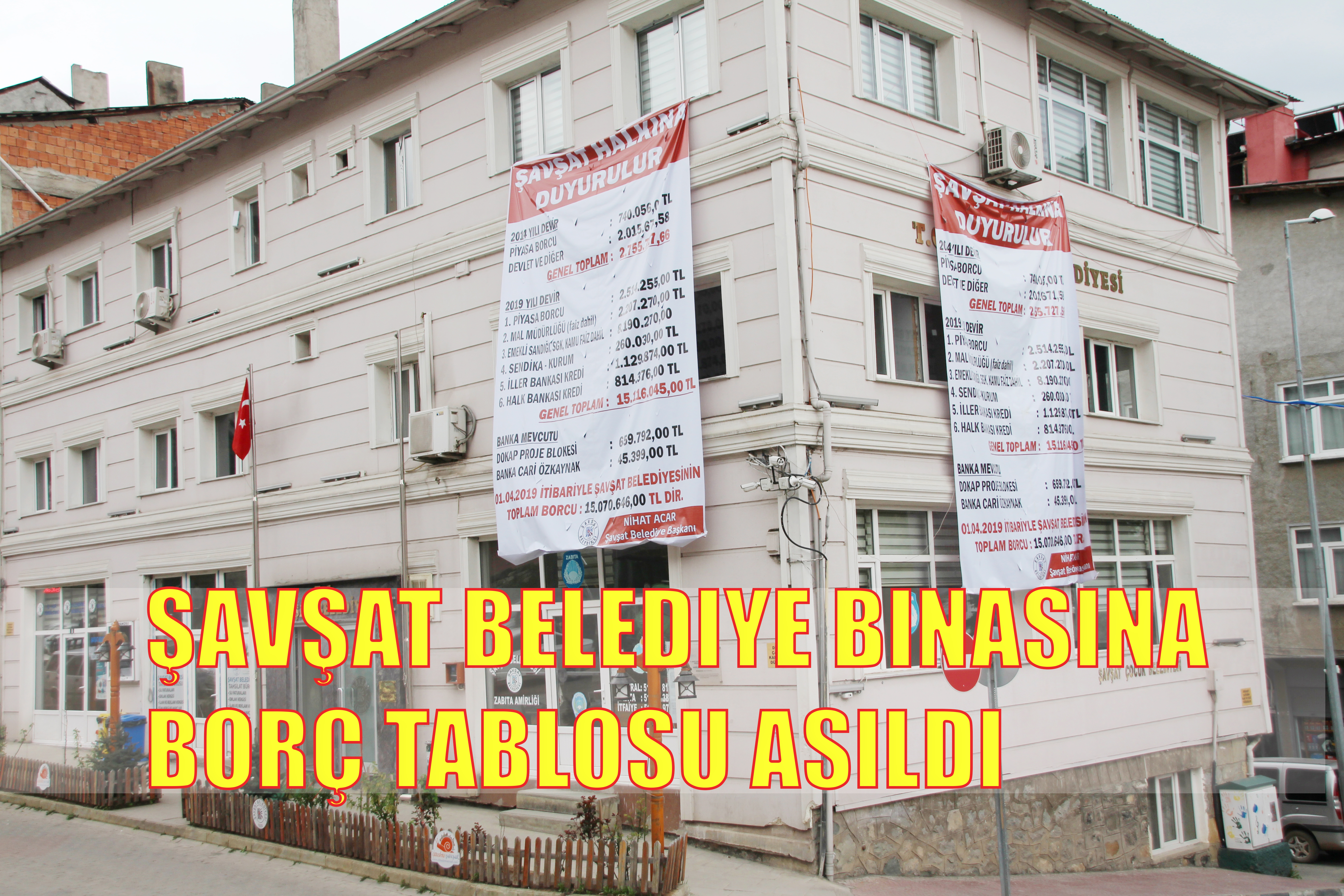 Şavşat Belediye Binasına Borç Tablosu Asıldı